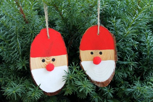 DIY Christmas Crafts for Kids Two Santas chilling on logs