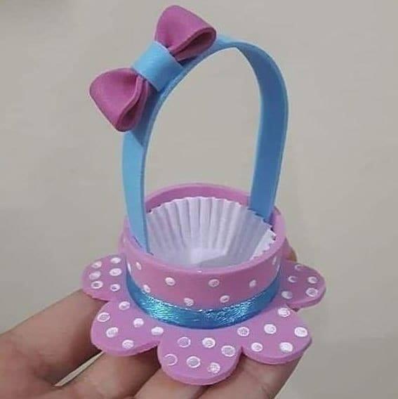 A mini bow basket of foam