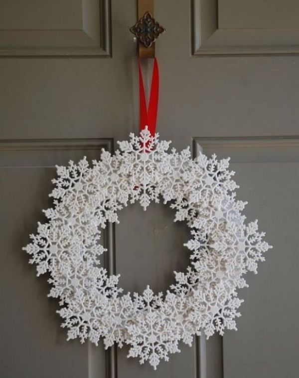 Welcome The Yuletide Spirit- DIY Christmas Wreath Ideas Snow Flake Christmas Wreath
